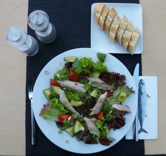 Salade met makreel en avocado