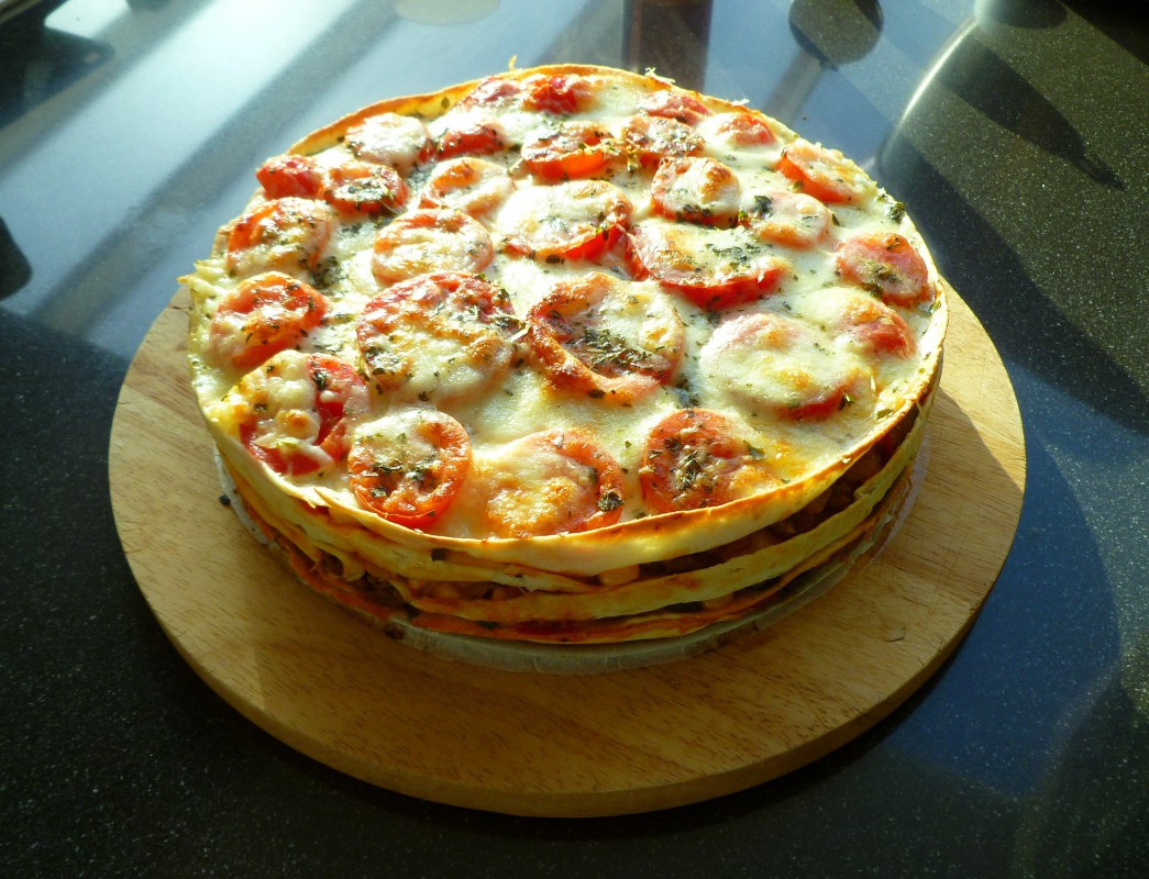 Deze hartige taart zal het goed doen tijdens een buffet, of op een gezellige zondagmiddag. Je kunt hem bijv. in de ochtend maken en dan hoeft hij enkel nog de oven in. Succes verzekerd!