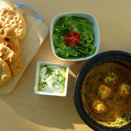 Vegetarische curry met zelf gebakken naanbrood