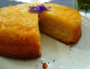 Een up-side-down sinaasappelcake.
