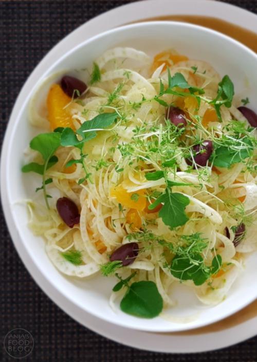 Een mooie combinatie van smaken: de lichte anijssmaak van de venkel met het frisfruitige van de sinaasappel en het zoute van de olijven. Lekker als voorgerecht of bij de lunch, maar natuurlijk ook prima als bijgerecht.
