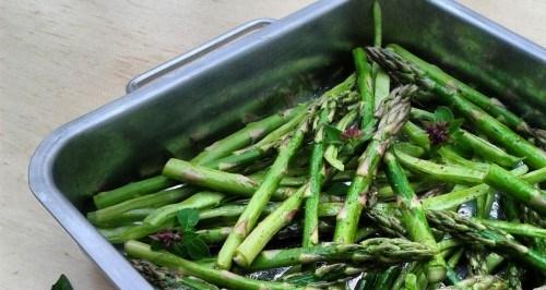 Geroosterde groene asperges