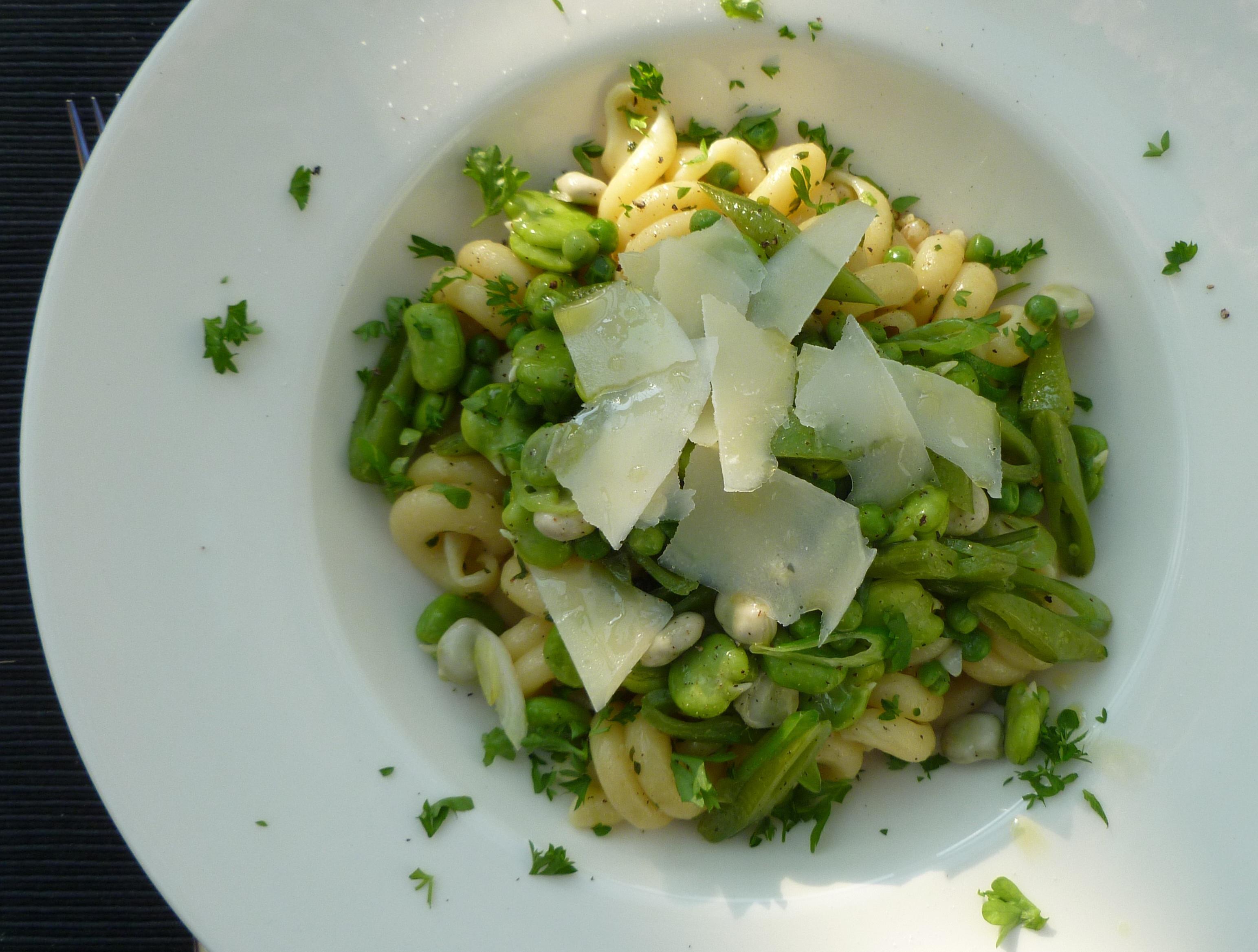 Pasta met groene zomergroenten
