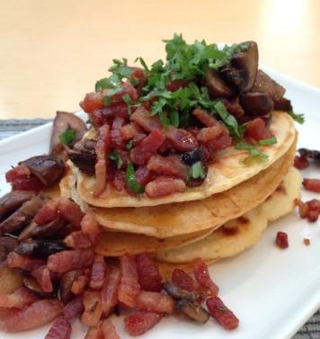 Pancakes met champignons en spekjes