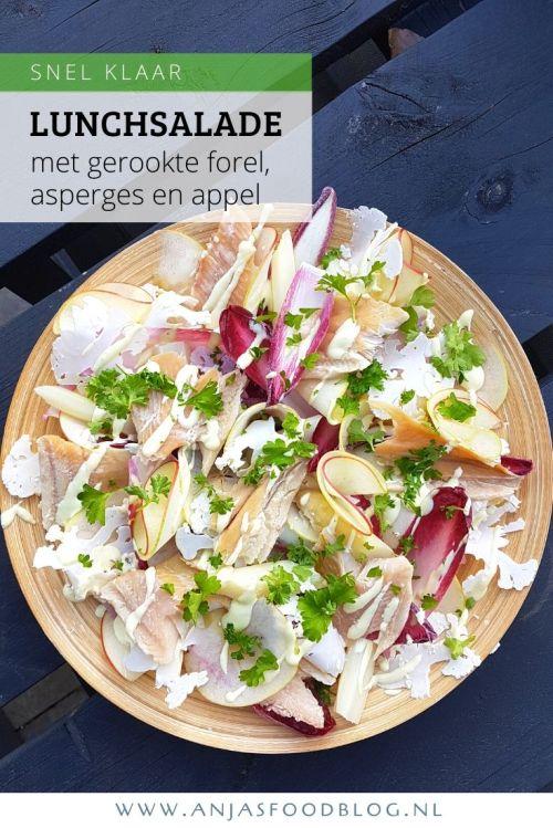 Deze salade met gerookte forel wordt extra lekker door behalve appel ook asperges, roodlof en bloemkool toe te voegen. Dus, maak dit lekker(s) voor de lunch of eet het als lichte maaltijdsalade met vers brood. #recept #salade #gerookteforel #lunch #maaltijdsalade #makkelijk #snelklaar