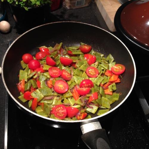Snijbonen en tomaatjes uit de wok