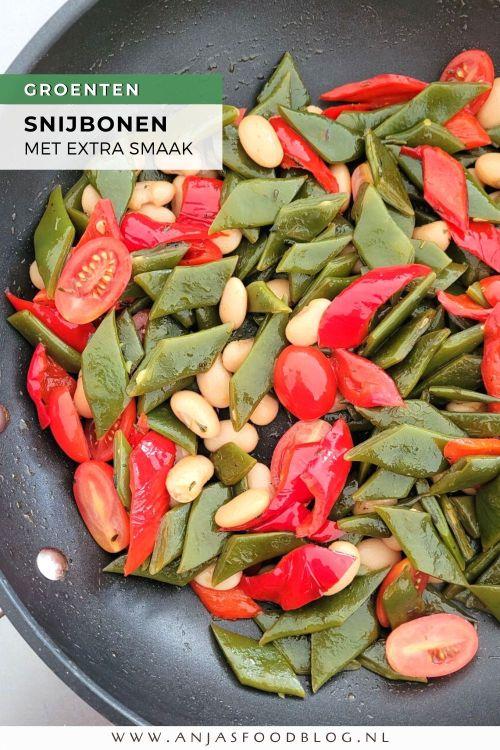 Dit groentegerecht van snijbonen met paprika en tomaat is heerlijk en makkelijk te maken. De snijbonen worden voorgekookt en gaan dan met de paprika in de wok. Tomaatjes en limabonen erbij en je bent klaar!