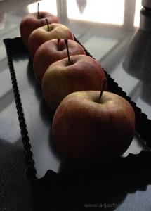 Appelgebak met amandelspijs en citroen
