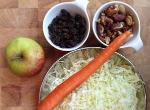 Koolsalade met appel en noten