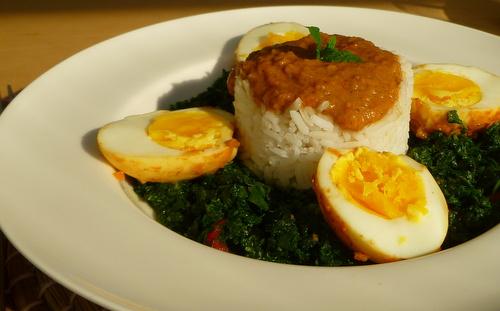 Vegetarische curry met ei