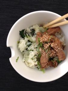 Gebakken.rijst.met pittig zoet varkensvlees (1)