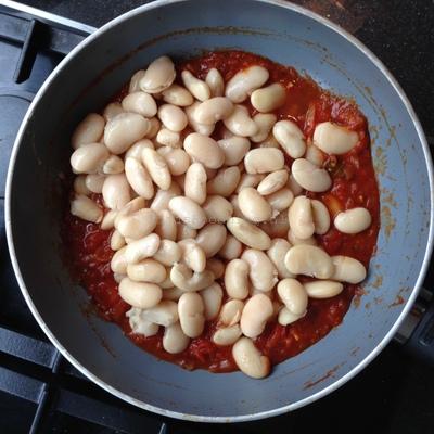 Limabonen in Mediterrane tomatensaus (2)