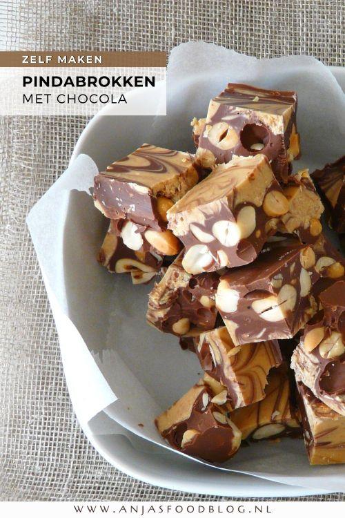 Deze pinda-chocoladebrokken zijn  zó ontzettend lekker, dat je ze eigenlijk niet wilt delen. De basis voor dit recept: chocola, pindakaas en pinda's.