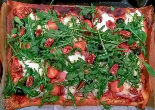 Met kant-en-klaar pizzadeeg en goede ingrediënten als topping maak je een heerlijke pizza. Prima als snelle maaltijd, maar zeker zo lekker voor bij de borrel.