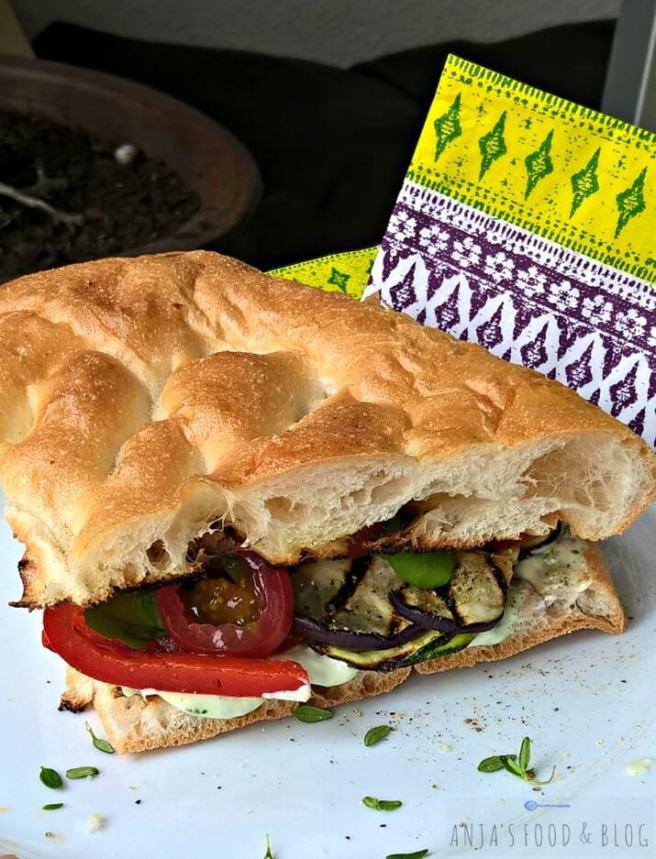 Brood met geroosterde groenten