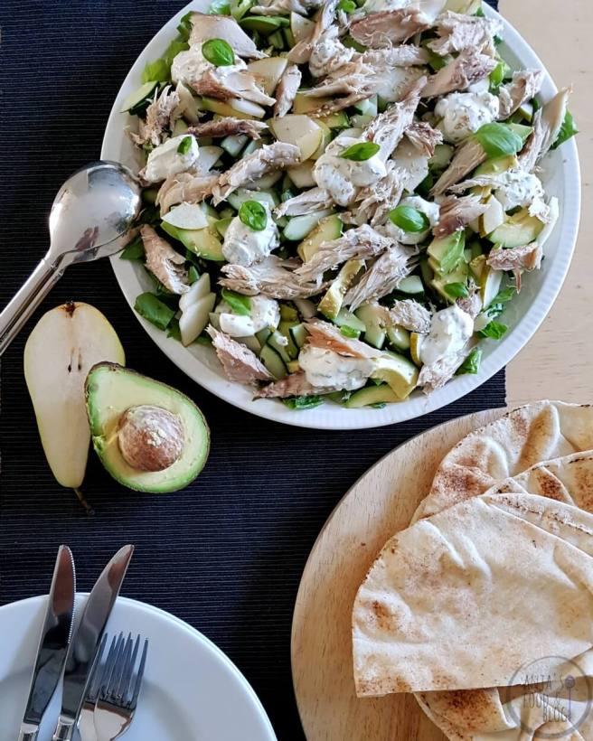 Salade met makreel, avocado en peer