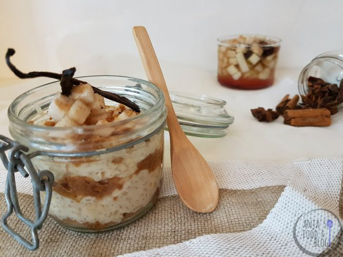 Rijstdessert met specerijen en peer