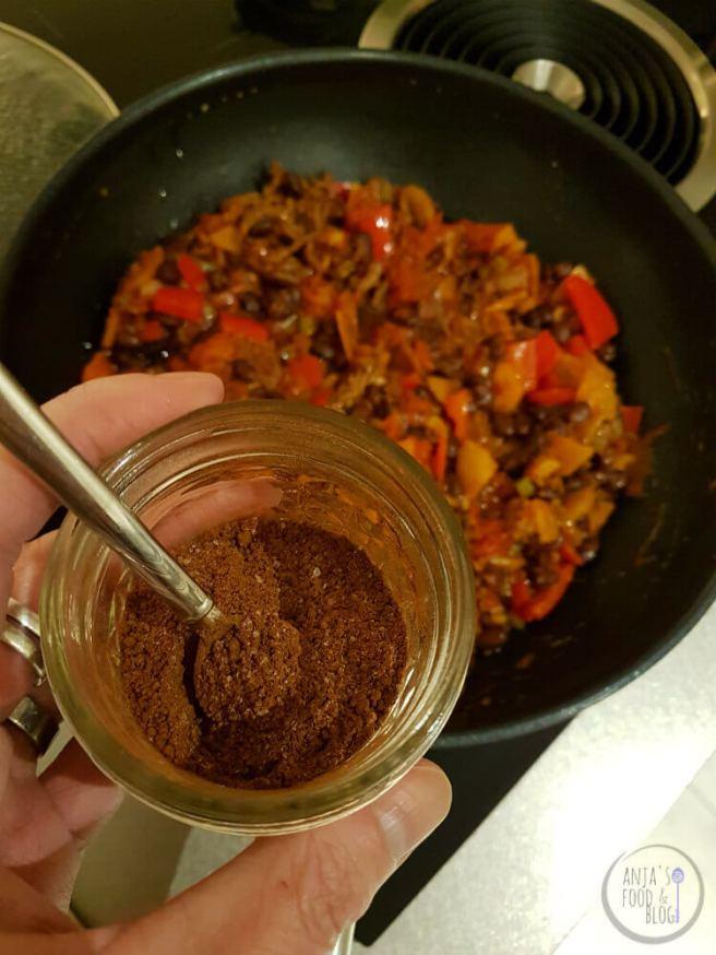 Chili con carne met cacao en koffie