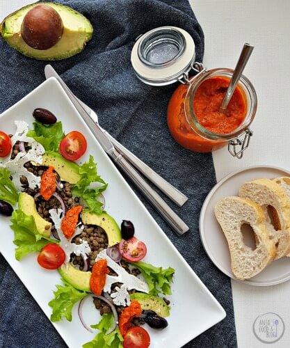 Een lekkere dip maakt van elke salade een feest. Geroosterde paprika's met harissa voor een beetje pit.  #recept #makkelijk #paprika #dip