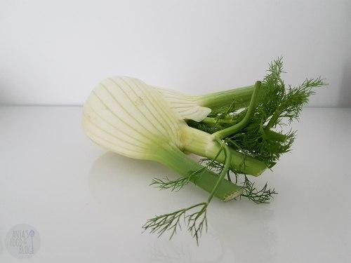 Venkel is een heerlijke groente met een zachte anijs smaak. Lekker rauw in een salade of gebakken in een ovenschotel.