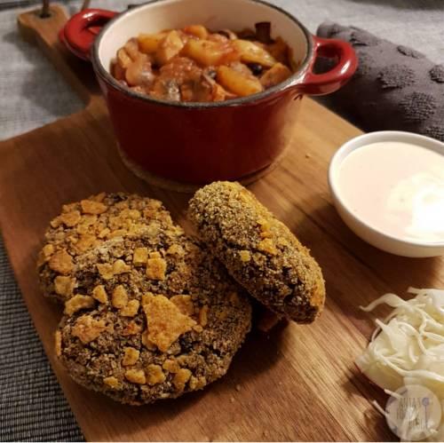 Deze linzen- en bonenburgers zijn super! Niet ingewikkeld te maken en prima te bereiden in de pan, oven of airfryer.  #recept #vega #burger #hamburger #snack