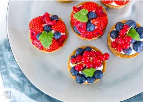 Fruit tartelettes met lemoncurd en chocoladeslagroom