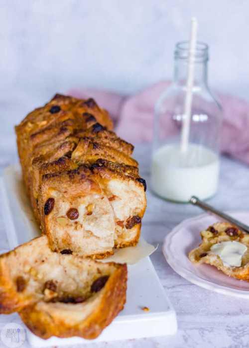 Zoet breekbrood met kaneel, noten en rozijnen