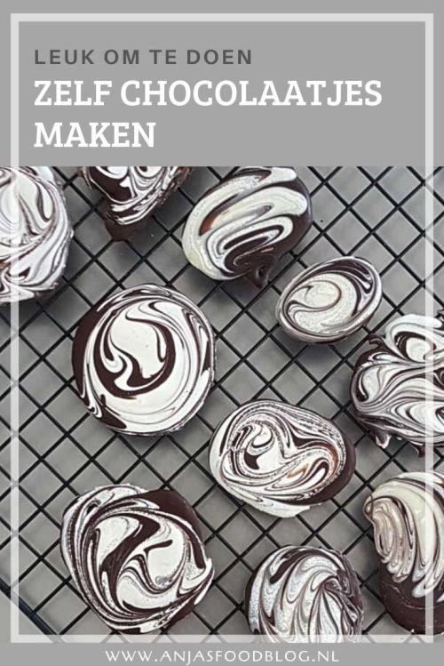 Pure chocolade gegarneerd met noten, gekonfijte sinaasappelschil of granola. Maak eens je eigen chocolaatjes!  #recept #chocolaatjes #zelfmaken