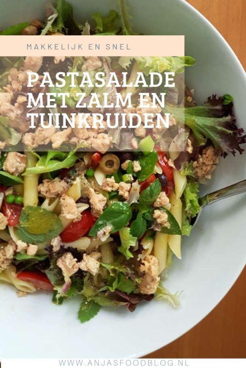 Deze pastasalade met zalm en tuinkruiden is volgens een eenvoudig recept makkelijk te maken. De tuinkruiden zorgen voor extra smaak die het verrassend goed doet bij de zalm. Heerlijk als lunchgerecht.