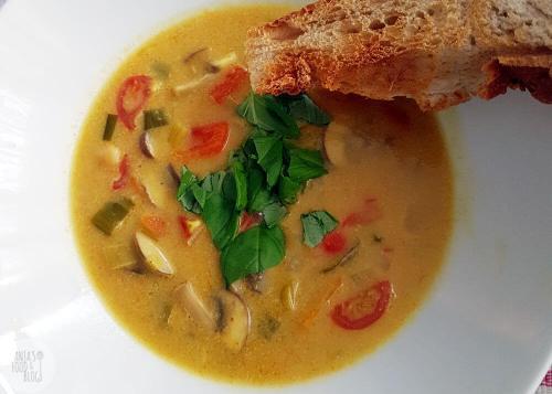 Gele currysoep met champignons