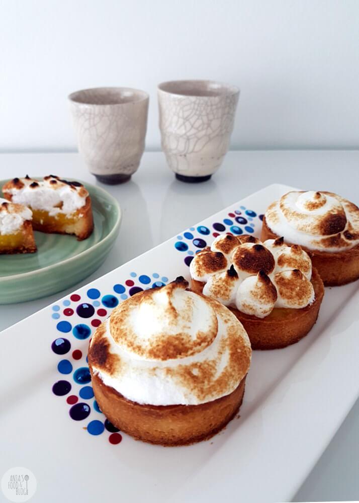Een gouden combinatie is die van lemoncurd en eiwitschuim. Met deze mini lemon meringue pie maak je denk ik iedereen blij.