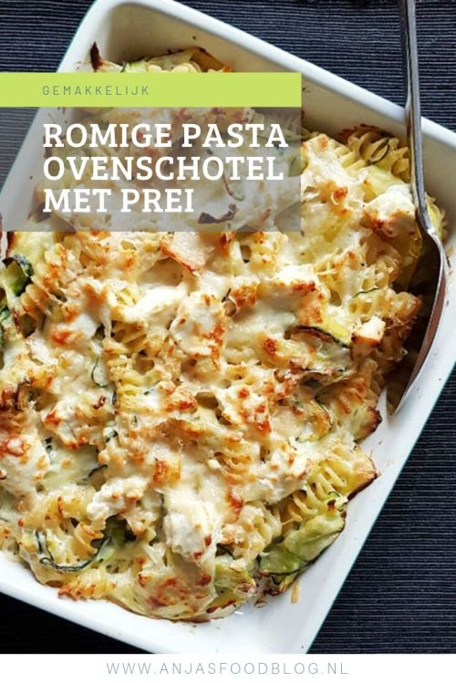 Uit de oven: romige pastaschotel met prei en courgette. Lekker erbij: zalm met citroen en tijm. En ook die gaat mee de oven in.