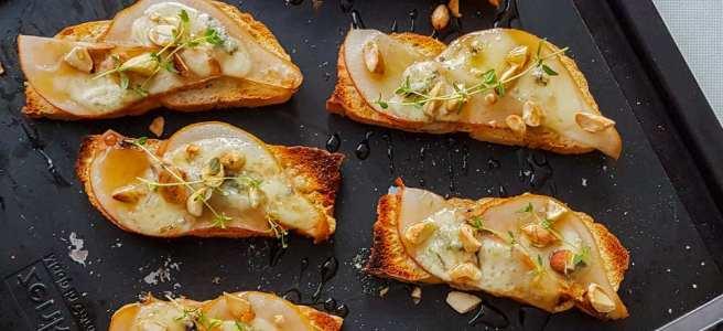 Crostini met Peer en Gorgonzola