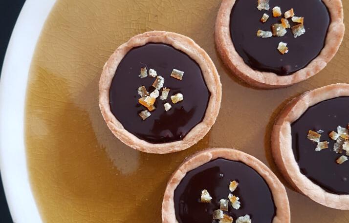 Chocoladetaartjes met gember-honing