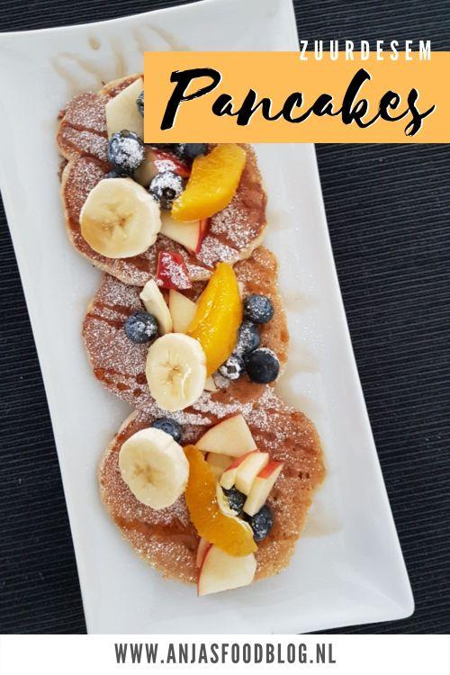 Pancakes zijn heerlijk voor ontbijt of lunch. Gebruik eens zuurdesem als basis en je zult verrast worden door deze luchtige pancakes. Lekker met veel vers fruit.