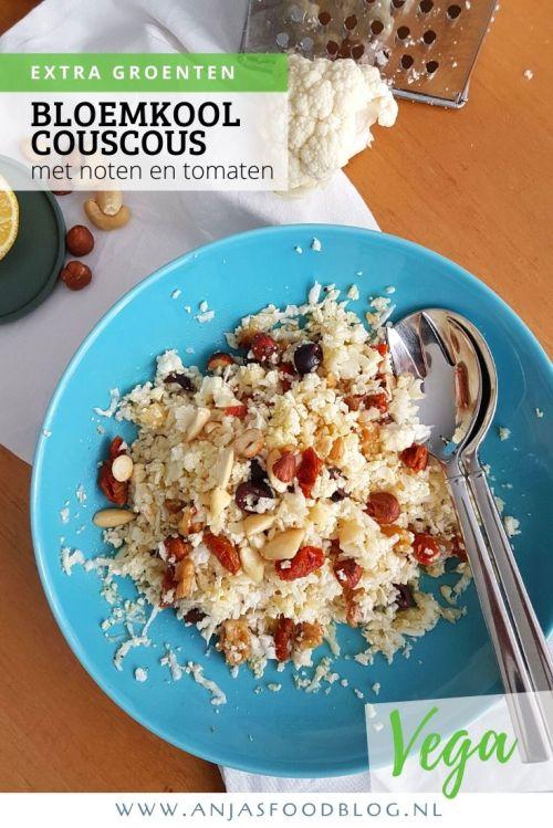 Couscoussalade van bloemkool met noten en tomaatjes. De supermarkt heeft de couscous of rijst van bloemkool tegenwoordig in de schappen liggen. Maar waarom zou je dat kant-en-klaar kopen als het bijna geen moeite is om het zelf te maken? Je hebt er alleen een rasp voor nodig!   #recept #couscous #vega #groenten #bloemkoolcouscous #makkelijk