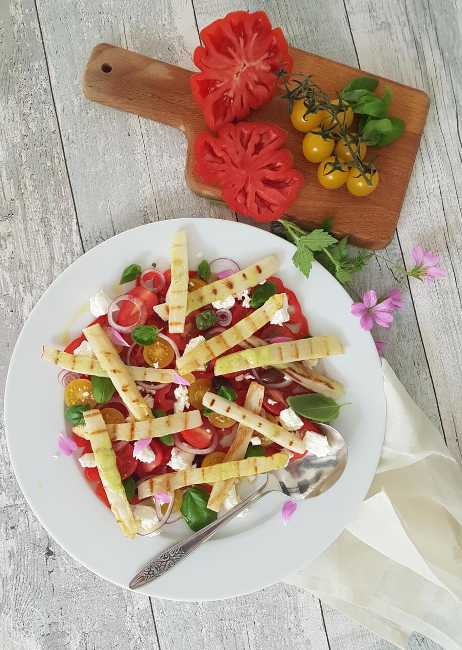 Aspergesalade met feta en tomaatjes