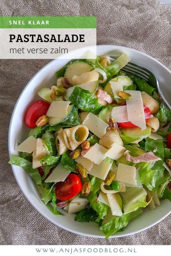 Deze overheerlijke pastasalade met verse zalm en doperwten maak je in een handomdraai. Hij doet het goed als maaltijdsalade, maar zeker ook voor de lunch.  #recept #maaltijdsalade #lunch #zalm #pastasalade