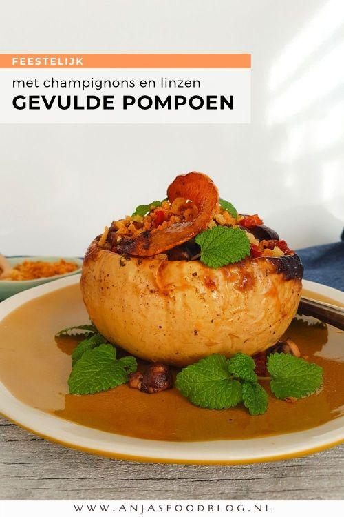 Pompoen met een vulling van champignons en linzen. Een feestelijk hoofdgerecht om de herfst te vieren. Heerlijk met romige aardappelpuree en een frisse salade.   #recept #pompoen #herfst #vegan #makkelijk