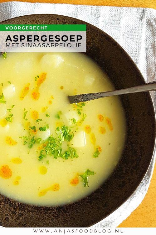 De lekkerste aspergesoep maak je natuurlijk zelf. Verrassend lekker wordt de soep door sinaasappel-olie toe te voegen.  #recept #aspergesoep #voorgerecht #homemade