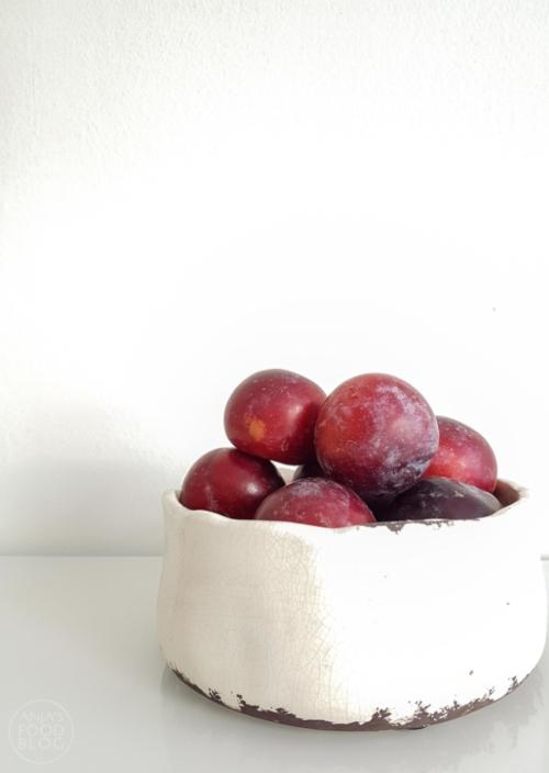 Deze crumble met vers fruit is pure verwennerij. Eet hem als lunch met een dot Griekse yoghurt of met een bolletje ijs als dessert. Makkelijk en snel!  #recept #zoet #lunch #crumble #fruit #makkelijk #snel