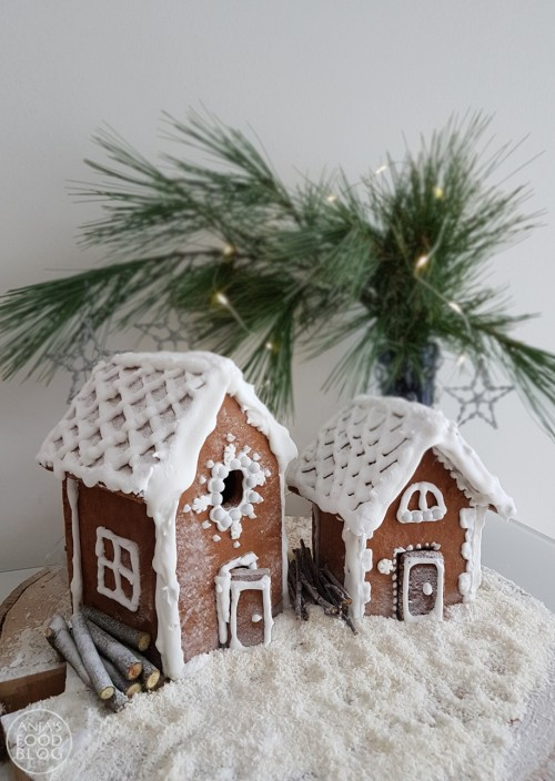 Een koekhuisje maken is eigenlijk helemaal niet moeilijk! Probeer het eens - leuk voor in de kerstvakantie. Royal icing vormt het cement en de decoratie.  #recept #knutselen #inspiratie #koekhuisje #gingerbread #speculaas
