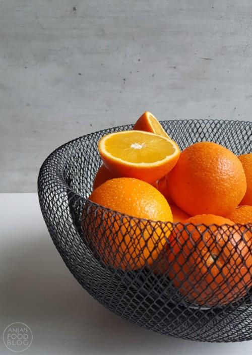 Sinaasappels zijn heerlijk om jam mee te maken. Gebruik je favoriete specerijen of kruiden om wat extra smaak toe te voegen.    #recept #sinaasappeljam #specerijen #zelfmaken #makkelijk