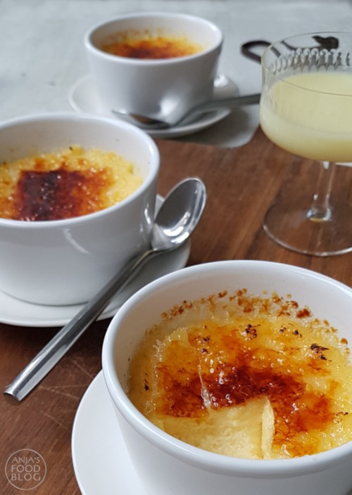 Crème brûlée is echt een feestelijk dessert: de zachte romige crème met zo'n krakkend suikerlaagje erop. Voor elke dessert-lover een feestje denk ik zo. Bovendien ook heel makkelijk te maken.