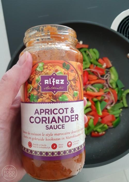 Na een lange dag heb je wel zin in een makkelijke maaltijd. Probeer dan eens deze shakshuka met abrikozen & koriander saus. Kies voor couscous en een frisse salade voor erbij en je kun al na een half uurtje aan tafel.
