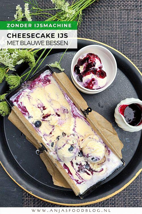 Dit overheerlijke cheesecake ijs met blauwe bessen maak je makkelijk zelf. Ook zonder ijsmachine! De smaakmaker in dit ijs is siroop van blauwe bessen. Maak je het voor volwassenen? Voeg dan ook nog een beetje likeur toe!