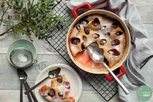 Clafoutis met pruimen en Licor 43, dat is een heerlijke combinatie. Clafoutis is een Frans dessert en wordt warm gegeten, bij voorkeur met een bolletje vanille-ijs. Bovendien makkelijk en snel klaar!