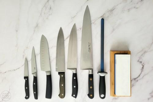 Scherpe messen zijn een must, maar welk mes kies je? Stop met elke keer de aanschaf van wéér een nieuw mes, maar investeer in een goed aanzetstaal en een slijpsteen!